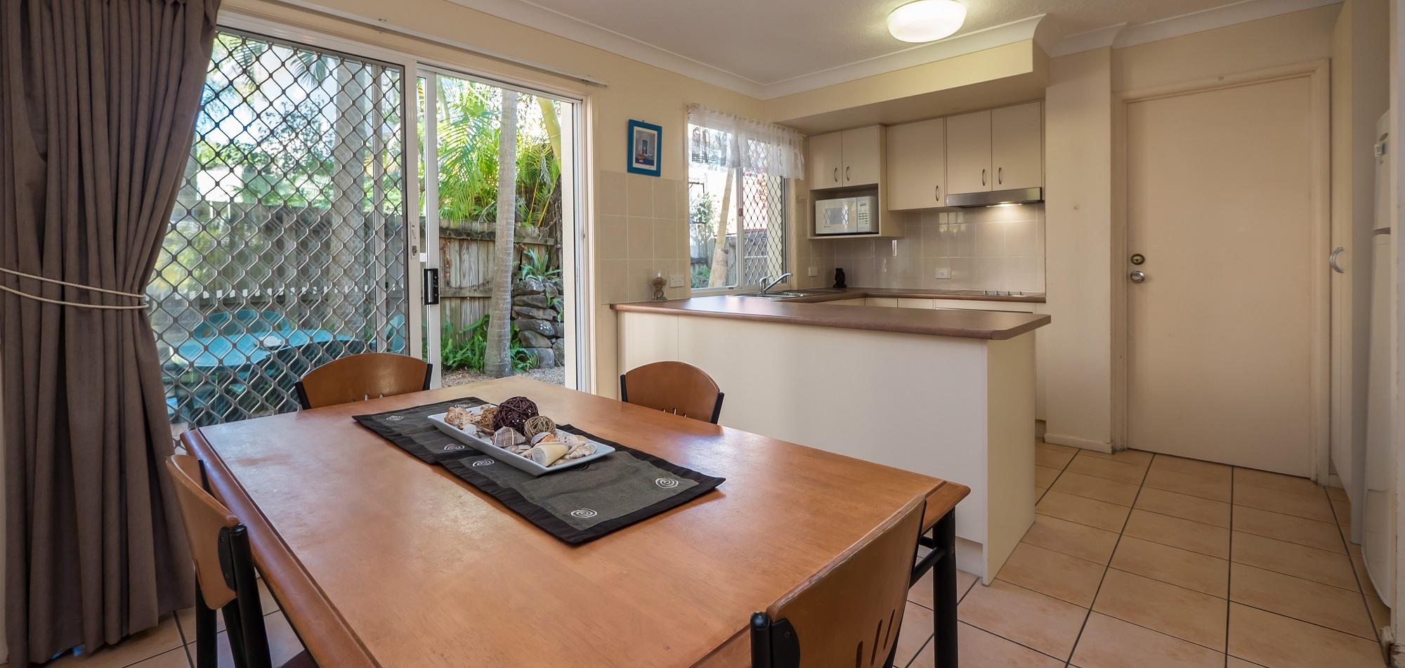 Isle of Palms Resort Accommodation - Dining and Kitchen