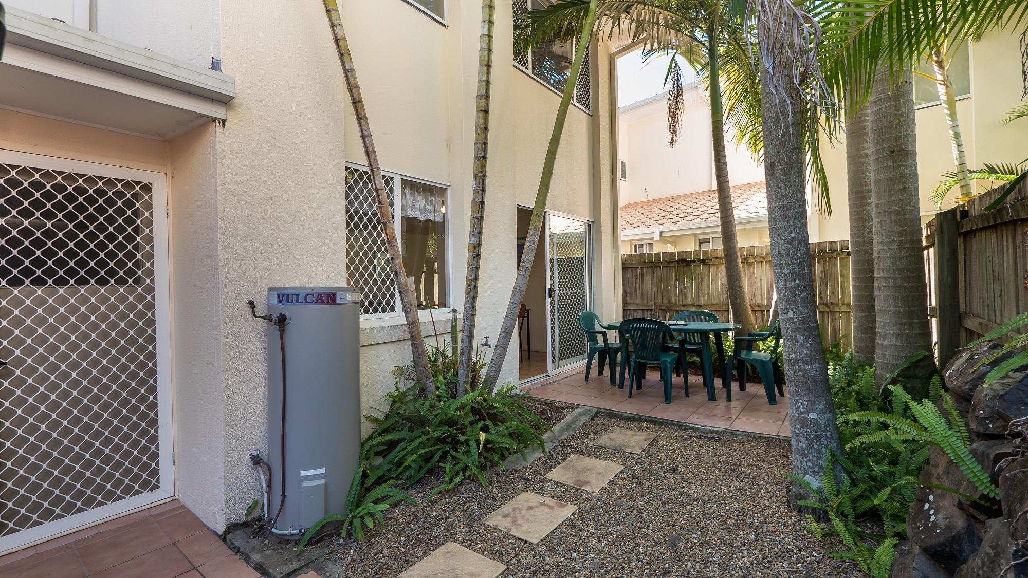 Isle of Palms Resort Accommodation - Courtyard