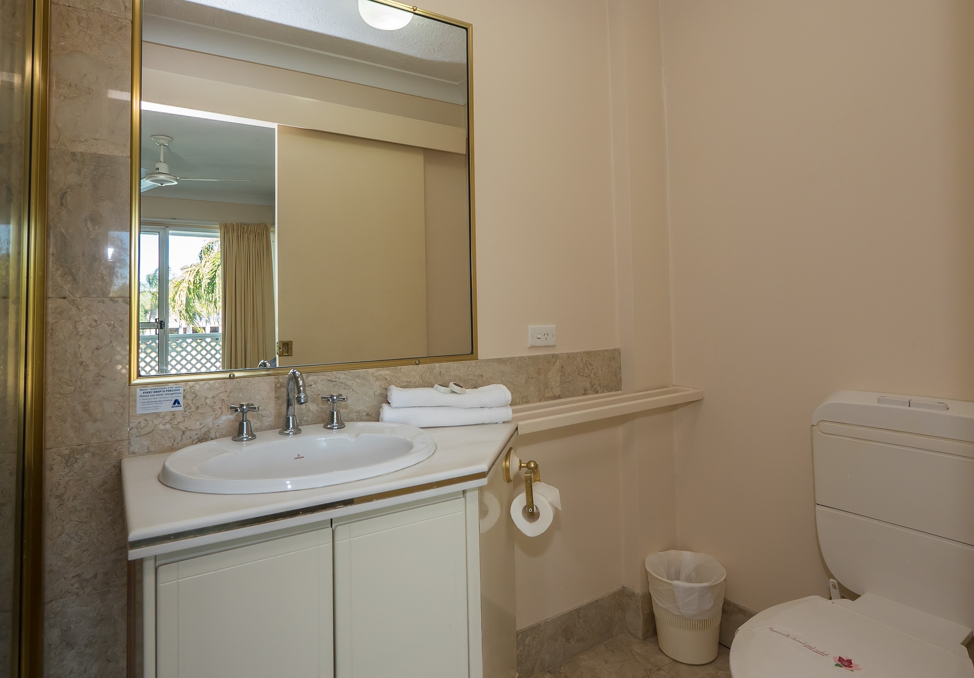 Isle of Palms Resort Accommodation - Bathroom
